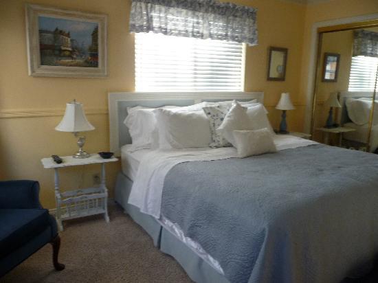Kern River Inn Bed and Breakfast : blue room