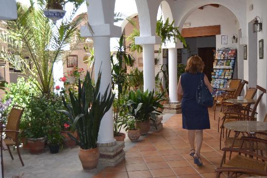 Almadraba: Patio del hotel