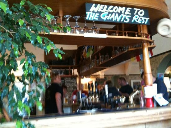 The Giant's Rest : welcome at the bar