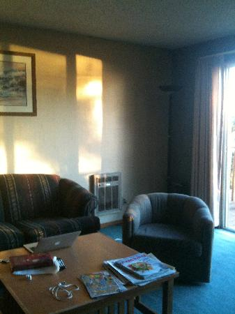 Ocean Crest Resort: Comfy chair & couch