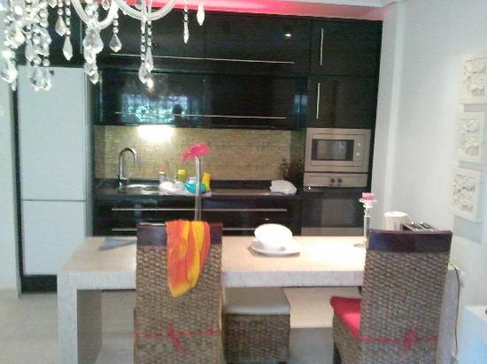 Flamingo Beach Mate: Kitchen