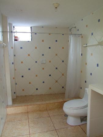 Inti Winaywayna: Bathroom