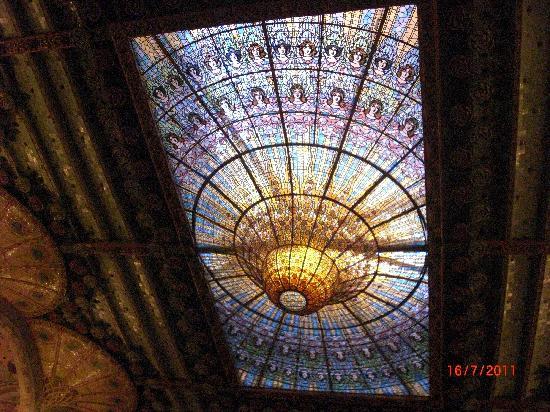 Palais de la Musique Catalane (Palau de la Musica Catalana) : a detail from the ceiling