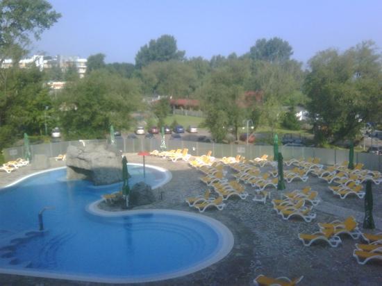 Centrum Zdrowia i Wypoczynku Ikar Plaza: Außenpoolanlage/Blick vom Balkon