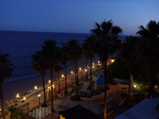 Playabonita Hotel: The view at night