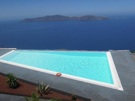 Anastasis Apartments: infinity pool and RIDICULOUS view!