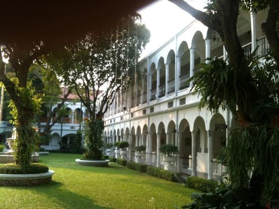 Hotel Majapahit Surabaya managed by AccorHotels: view from the court yard