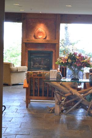 Wickaninnish Inn and The Pointe Restaurant: wick inn lobby