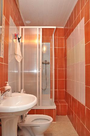 Mir Hostel Nevskiy: Bathroom