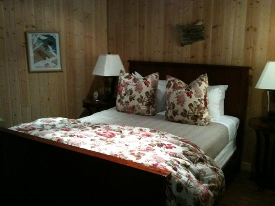 The Inn at Arch Cape: bedroom
