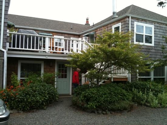 The Inn at Arch Cape : front of the hotel