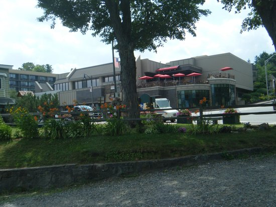 High Peaks Resort : View of Hotel from other side of street