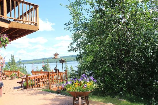Cross River Lodge: View of the Lake and Deck from Lodge