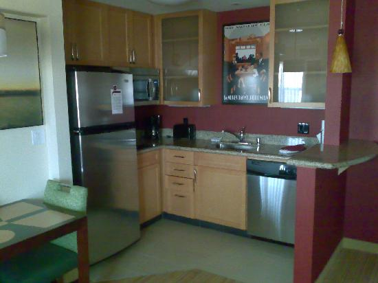 Residence Inn San Diego North/San Marcos: The kitchen