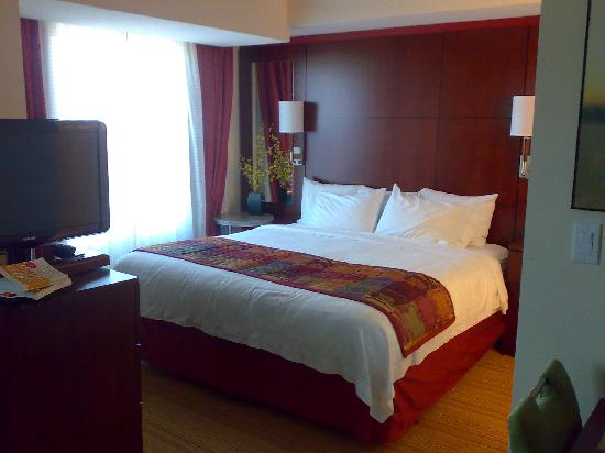 Residence Inn San Diego North/San Marcos: King size bed
