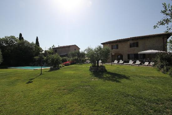 Aia Mattonata Relais: relais and pool