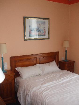 Best Western Paris Italie: dbl bed in triple room