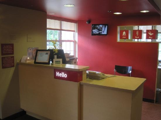 TownePlace Suites Columbus Airport Gahanna: Front lobby and check in