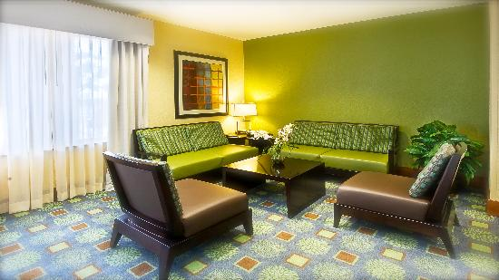 Holiday Inn Express Surprise: Sitting area in lobby