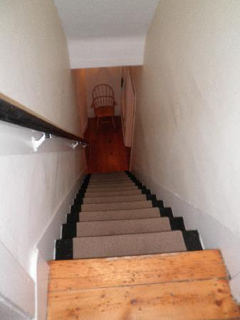 The Roberts Collection - Roberts House Inn: Stairs 2nd floor to 1st