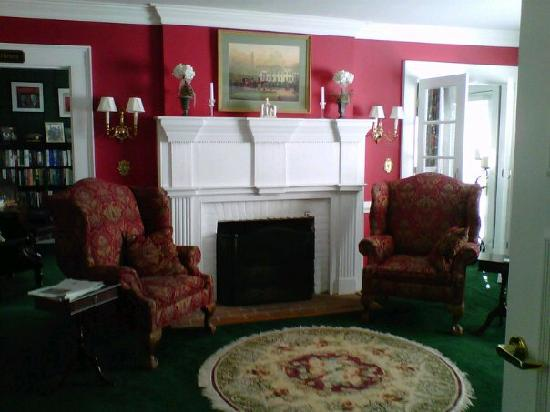A Williamsburg White House Bed and Breakfast: The lounge as you come in