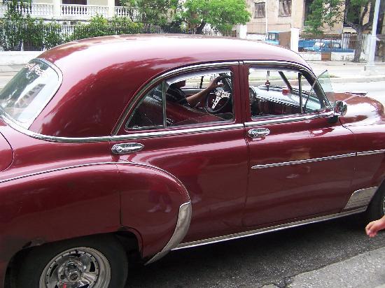 El Capitolio: Cars of the century gone