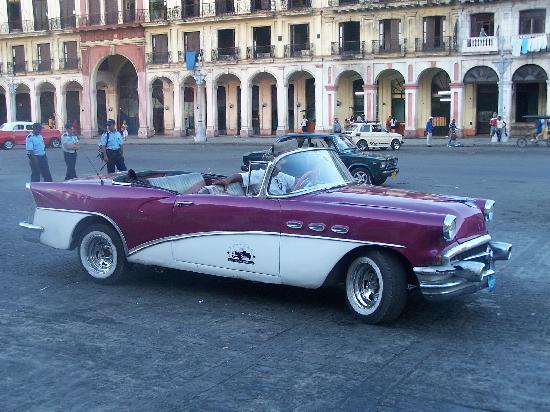 El Capitolio: Cars of Cuba