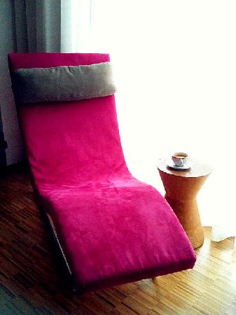 Hotel Maya Kuala Lumpur : Lazy chair in the room. Great for enjoying the view