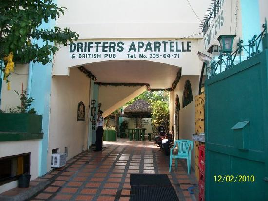 Drifters Apartel and British Bar: welcome home!