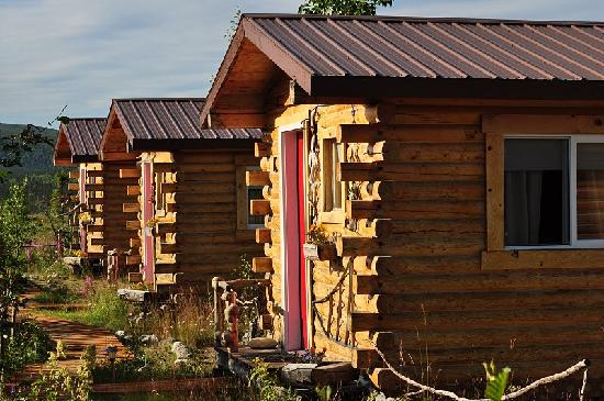 EarthSong Lodge - Denali's Natural Retreat: evening cabins