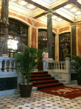 Pera Palace Hotel: the lobby