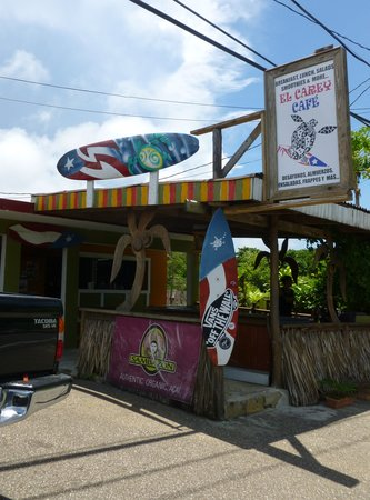 El Carey Cafe & Beach Shop: Just in case you can't find it...this is how it looks from the road.