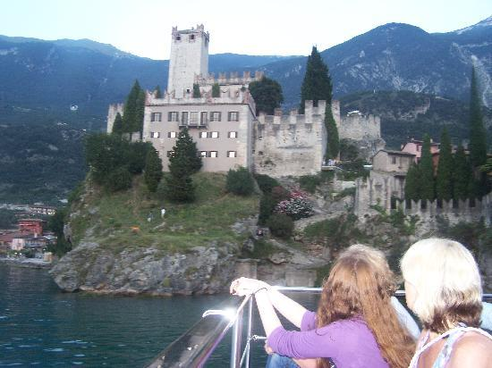 Hotel Modena: castle at malcesine