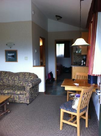 Pyramid Lake Resort: our room