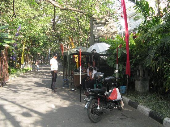 Hotel Kumala Pantai: Security at Front entrance at Kumala Pantai