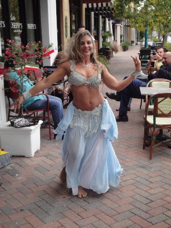 Joseph's Wine Bar & Cafe: Afternoon Belly Dancer