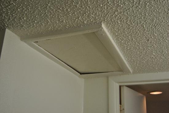 Friendship Inn : Creepy attic
