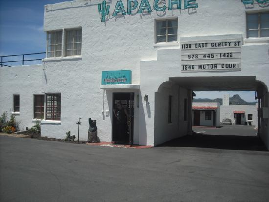 Apache Lodge: Come right in