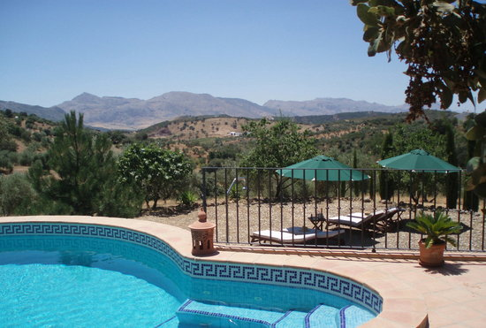 Vistas del torcal de antequera piscina fotograf a de for Piscina villanueva de la canada
