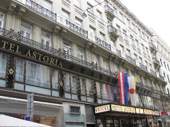 Austria Trend Hotel Astoria Wien: Ansicht von der Kärntnerstrasse