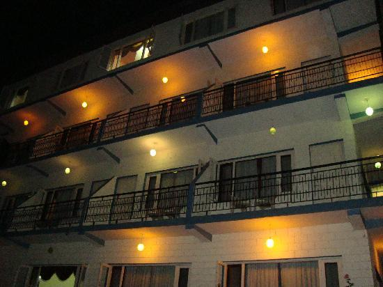 Hotel Beas View: Hotel in the Night