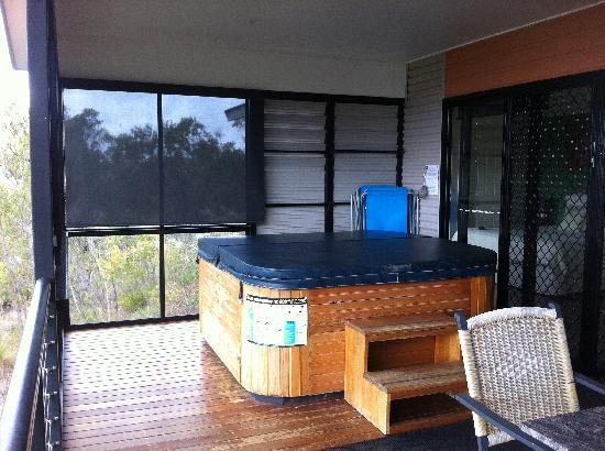 Allawah Retreat: Huge spa and deck