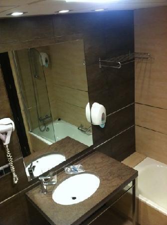 Hotel GIT Conquista de Granada: badkamer