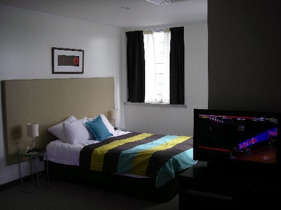 Quest Apartments-Suva: Bed part of the room