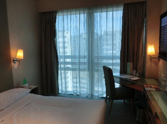 Empire Hotel Kowloon: 部屋です。ダブルベットでした。