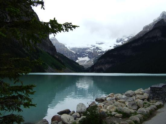 HI Lake Louise Alpine Centre : The beautiful Lake Louise