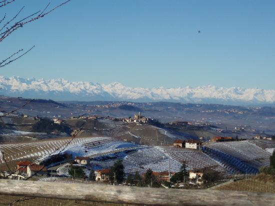 Serralunga d'Alba, Italy: panorama sul castello