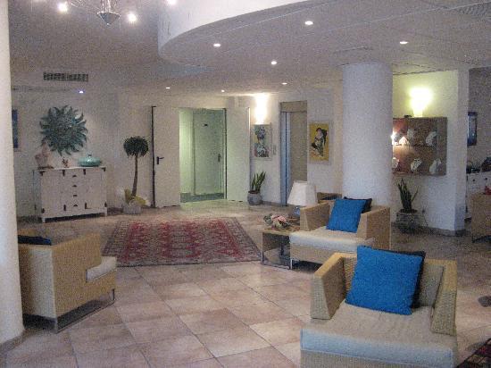 Diana Hotel : hall
