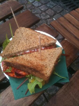 Cafe Kasarmitori : chorizo toast