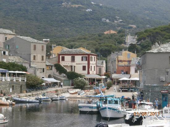 Centuri, Francia: View of the restaurant from the port entrance